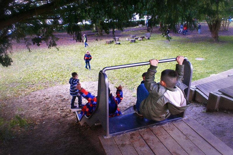 Rutschbahn auf dem Schulhof